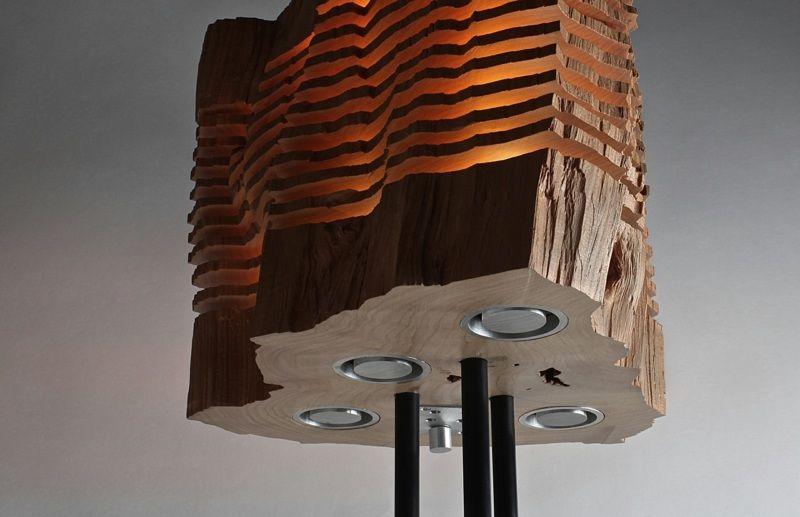 deko aus holz - lampe auf metallständer | holz skulptur