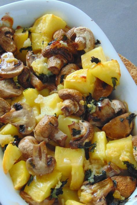 Patatas y champiñones al horno y al ajillo