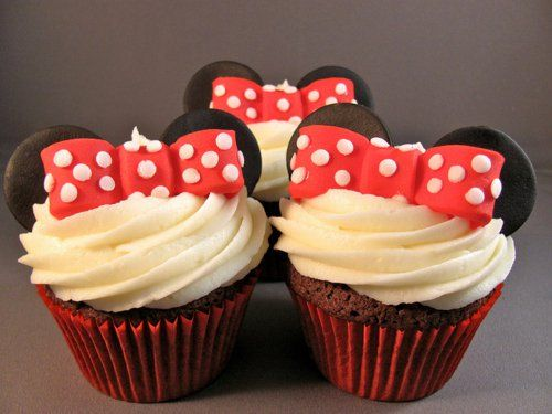 Mini Mouse party cupcakes