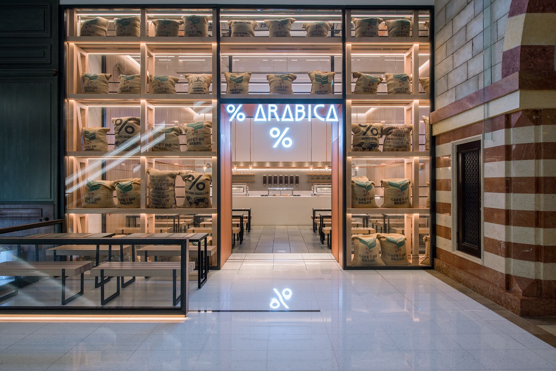 Arabica Dubai Mall Storefront In 2019 Cafe Shop