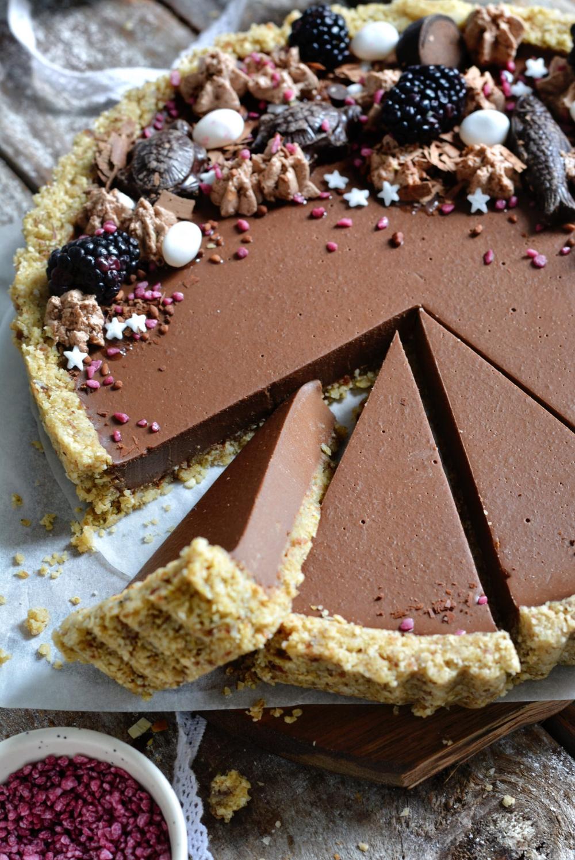 Tarte Végétalienne au Chocolat et Beurre de Cacahuète Sans