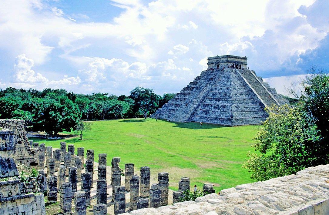 #ChichenItza, sitio arqueológico ubicado en el municipio de #Tinum, en la península de #Yucatán. Entro en la lista del #Patrimonio de la Humanidad en 1988 y es un vestigio importante y renombrado de la civilización #Maya.