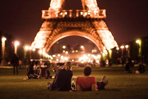 date in front of Eiffel Tower: Paris!