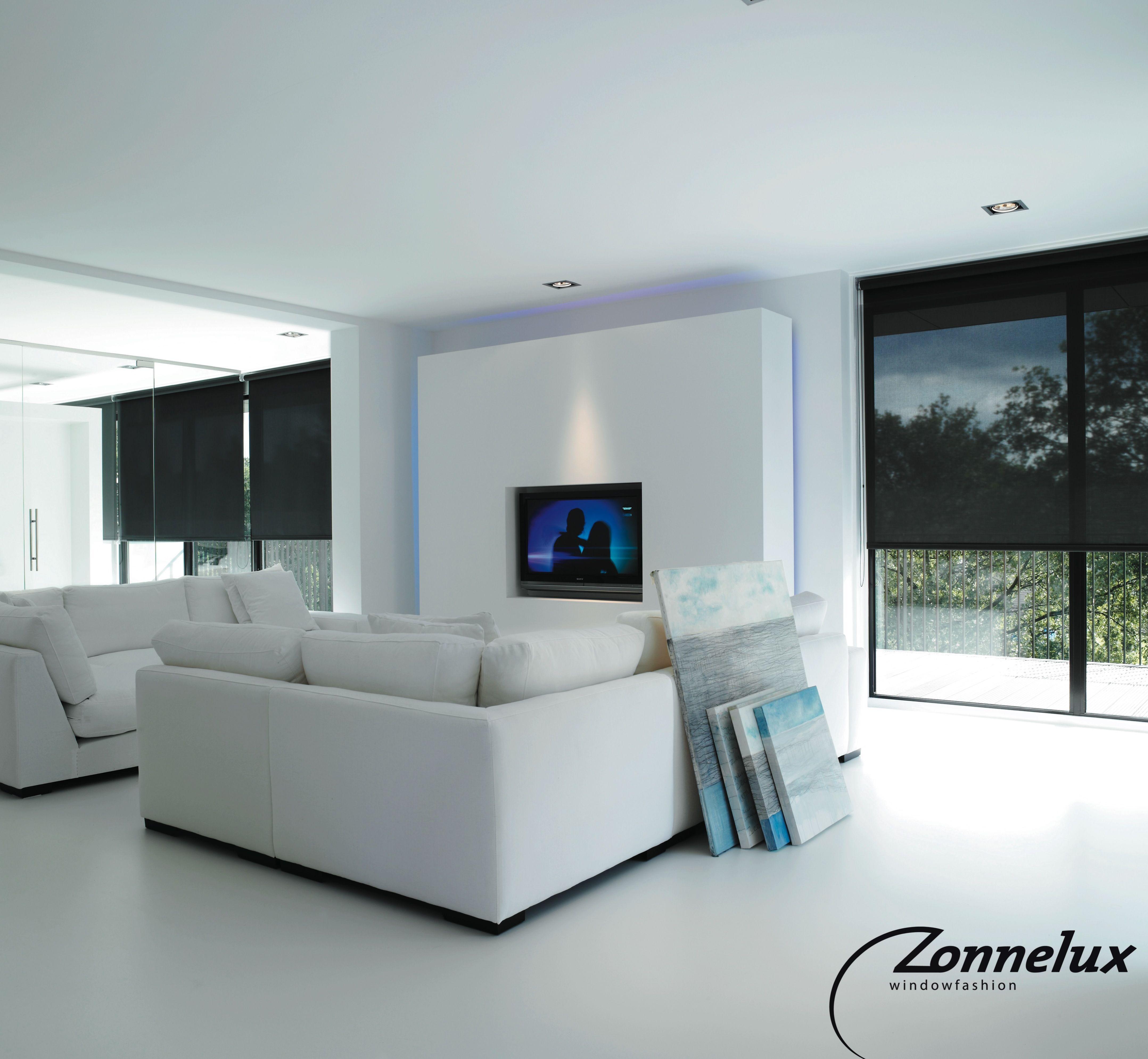 Transparante rolgordijnen in de woonkamer. | Raamdecoratie ...