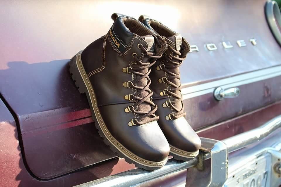 Abotinados Pegada #soumixcalçados #pegadacalcados #boanoite #boots  Atitude para os momentos de aventura no estilo urbano de viver. by mix.calcados