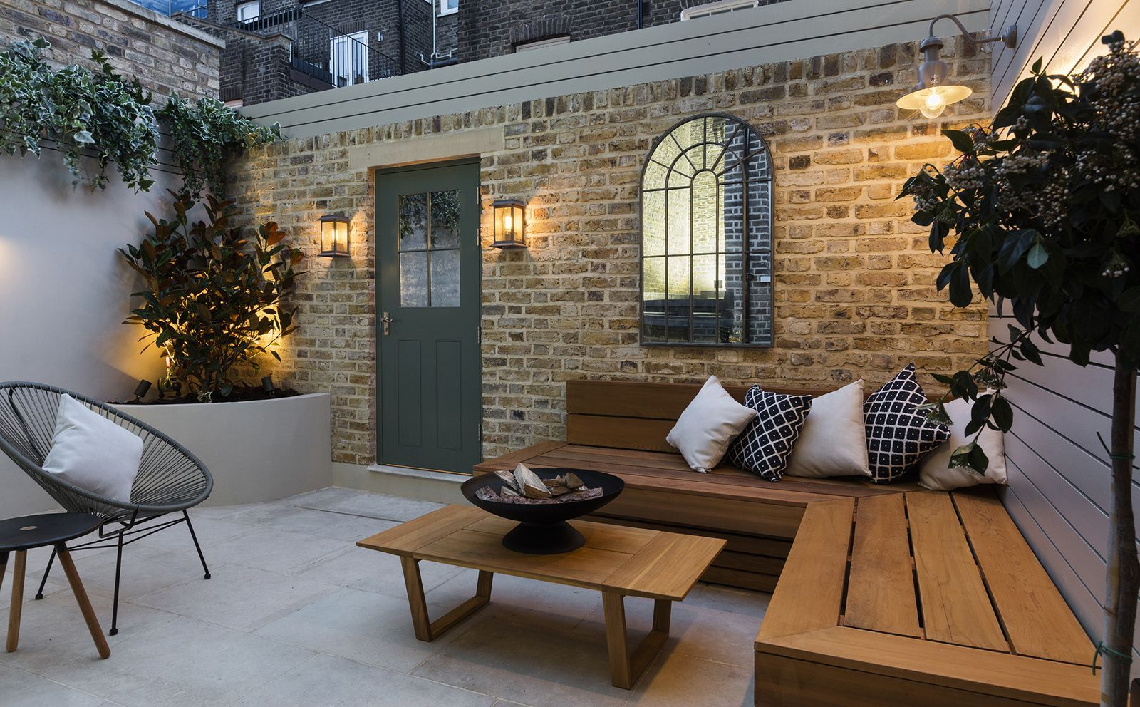 Townhouse on Chelsea's soughtafter Sydney Street is up
