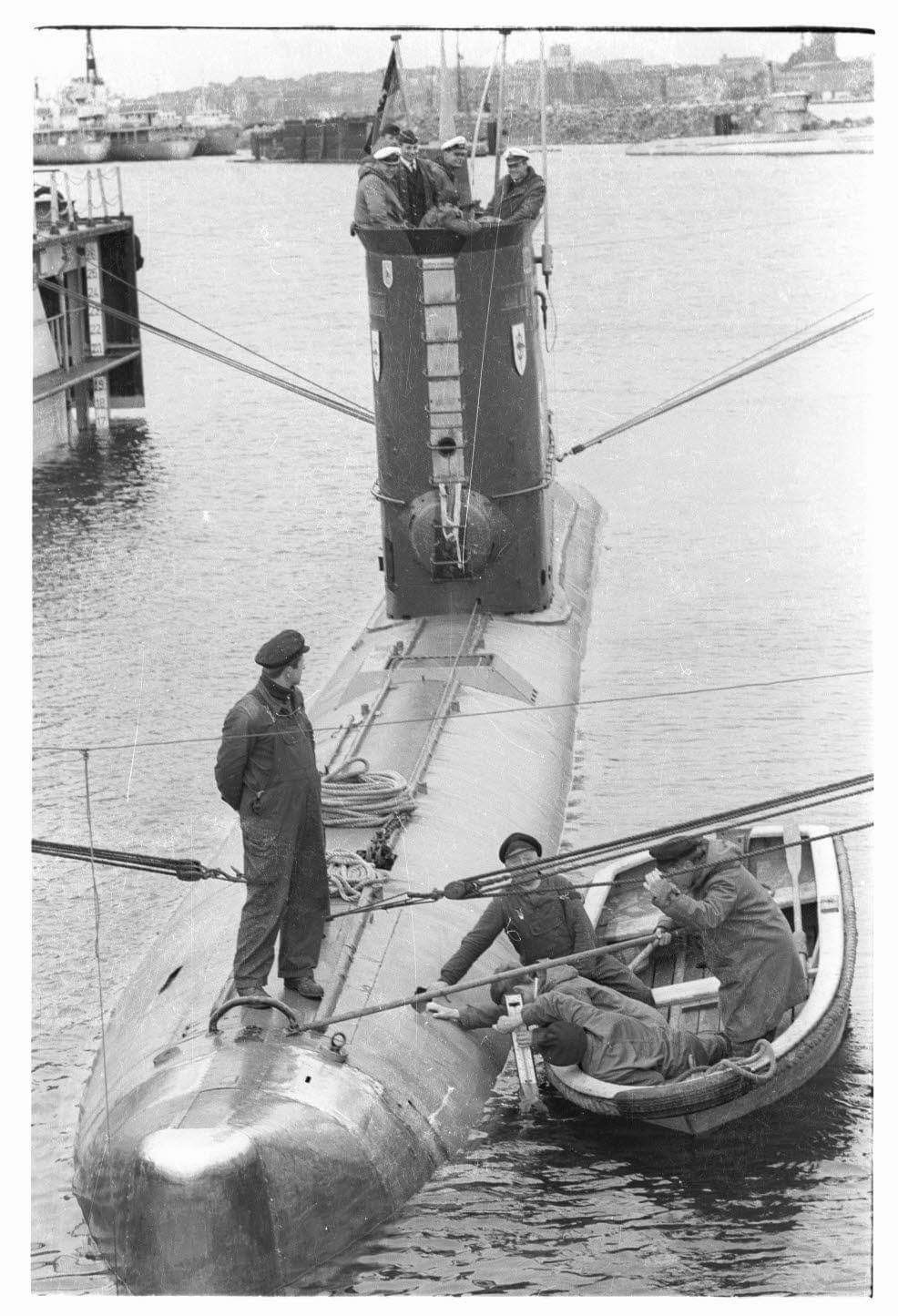 Former Type Xxiii U Boat Now S171 U Hecht Shown On 5 10 1966 German Submarines Submarines Boat