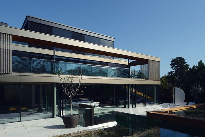 Relaxing and private: Luxurious villa in Vienna by Architekt Zoran ...