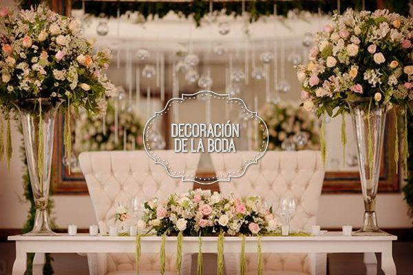 Ocho ideas para decorar la mesa de los novios en la boda ideas para wedding and bodas - Mesas decoradas para bodas ...