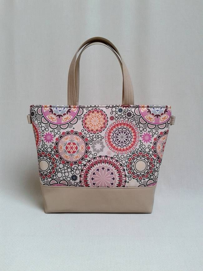 Színes vidám mandala minták díszítik ezt a táskát! Saját tervezésű minta 3700d69a6e