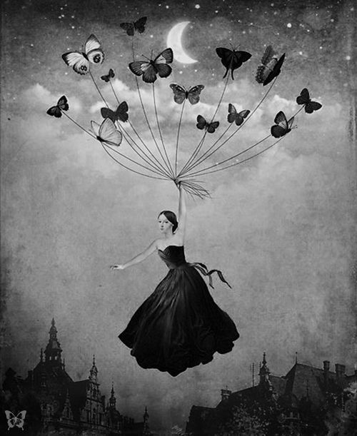 """#seratadickinson #cuocolobosetti E se le suggestioni della poesia di Emily Dickinson arrivassero a ogni singolo spettatore attraverso una radio-guida collegata a auricolari?E se succedesse passeggiando per Pistoia?  Per la Compagnia Cuocolo/Bosetti Iraa Theatre """"mettersi in cammino significa da sempre un rivolgimento, verso se stessi e il proprio mondo. Camminare è una modalità di pensiero"""". Partenza dal Funaro!"""