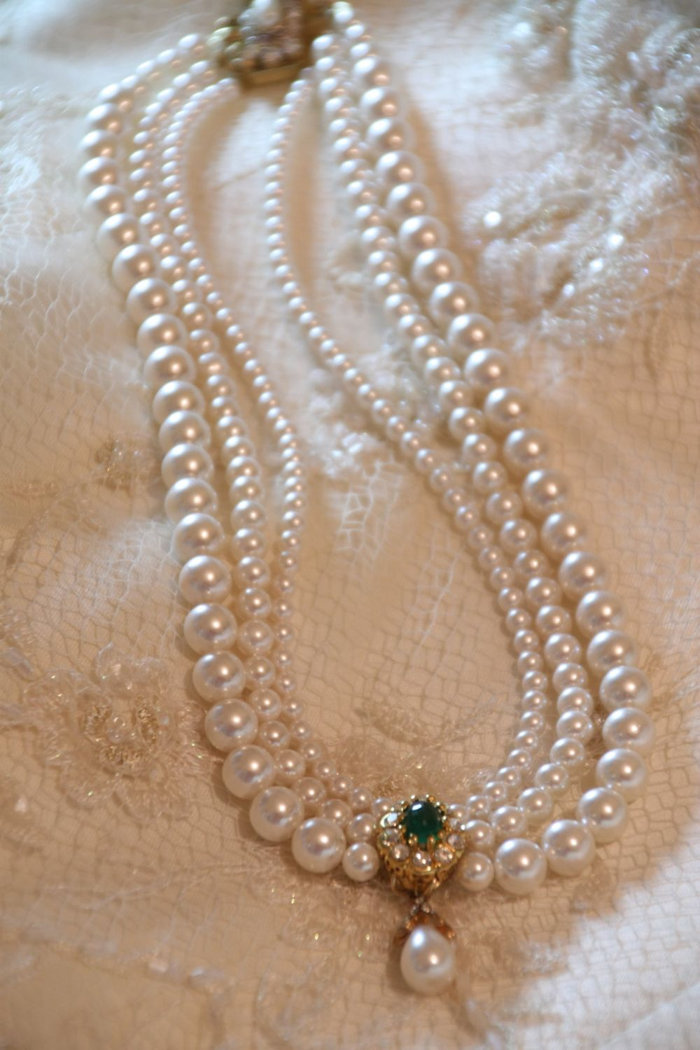Wedding Pearls Necklace Real Stone Emerald Bridal Green Gem Etsy In 2020 Pearl Necklace Designs Pearl Jewelry Design Gold Bridal Necklace