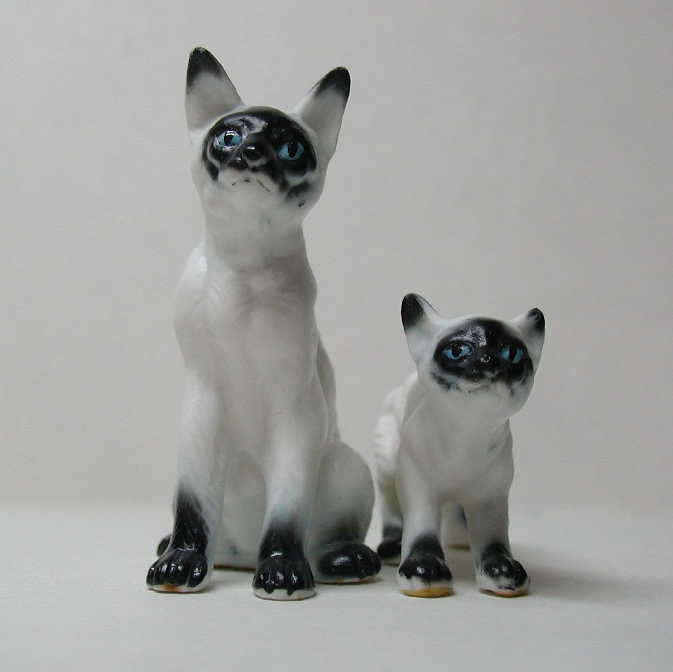 Siamese Cat Family Bone China Figurines Japan Mommy And Kitten Pair Cute 14 95 Via Etsy Kitten Baby Cats Siamese Cats