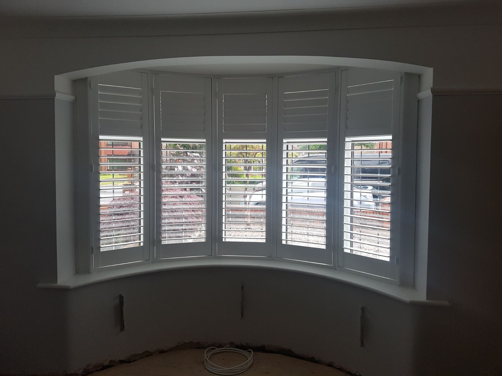 A 5 Panel Curved Bay Window Installation Even With The Top Slats