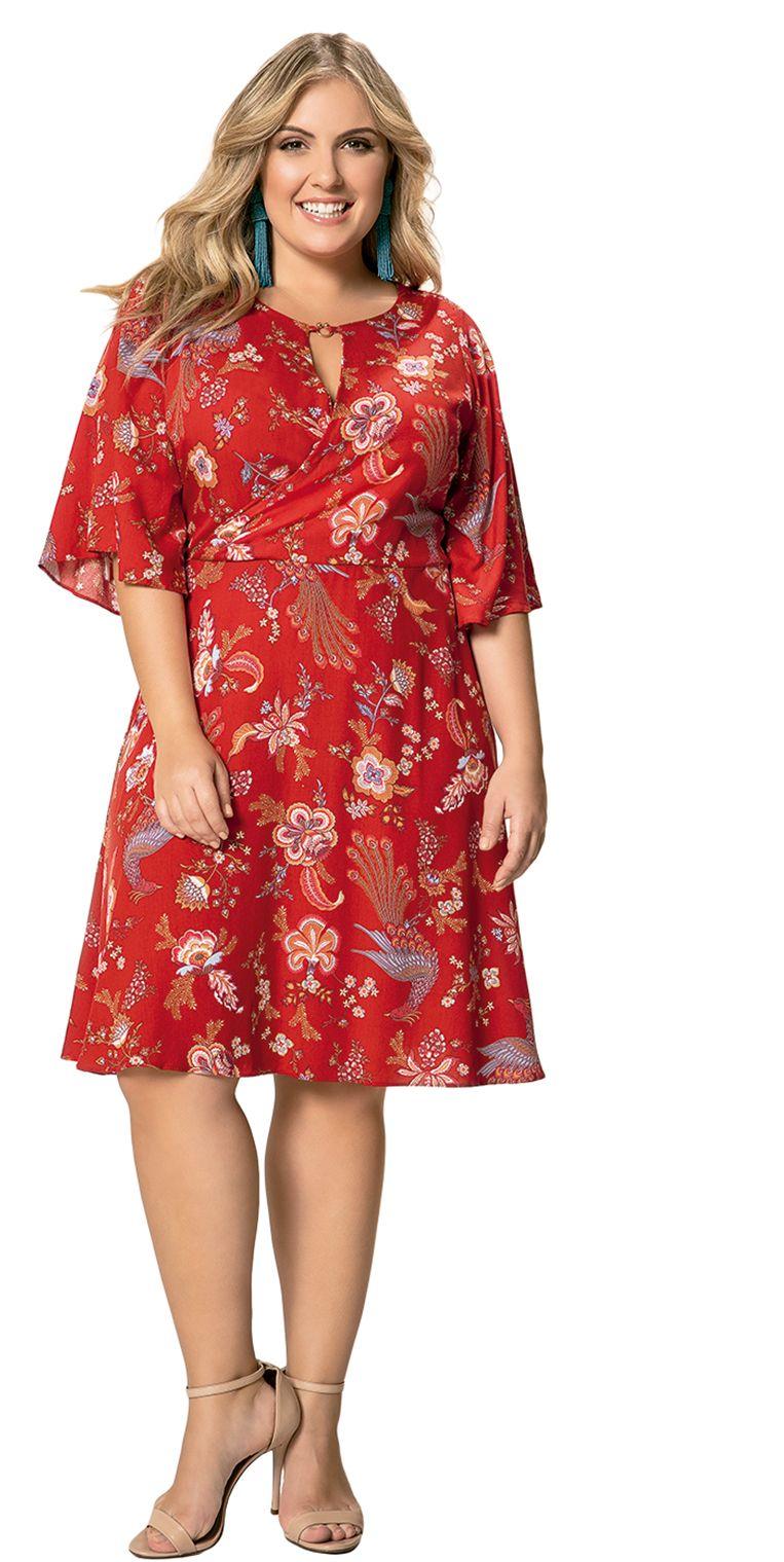 ce995cdbd Vestido em Viscose Floral Vermelho Manga 3/4, peça essencial no guarda-roupa