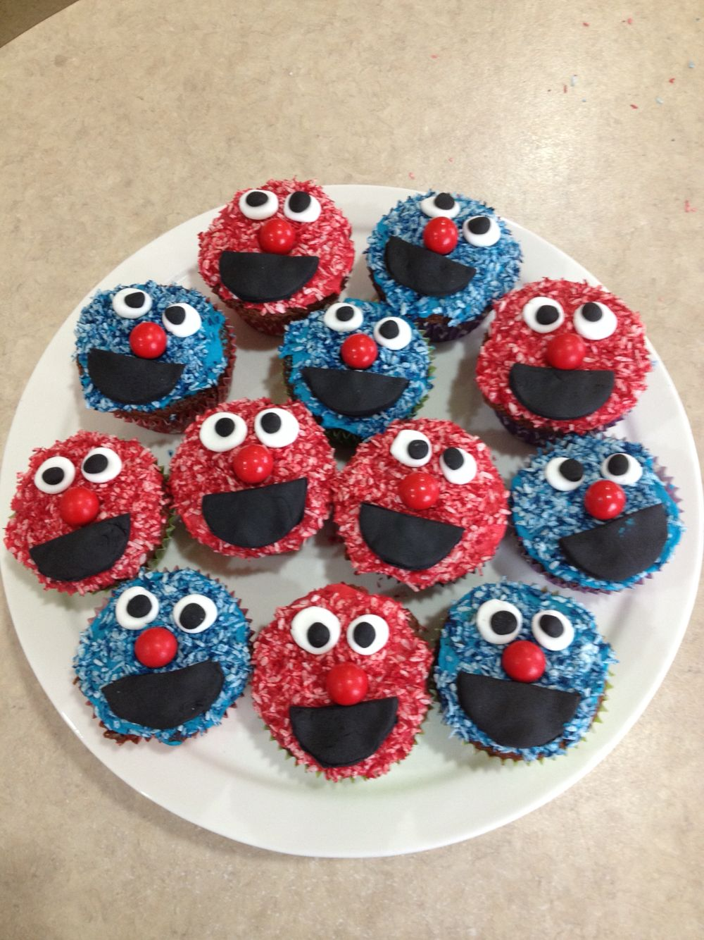 Elmo and Cookie Monster cupcakes Cookie monster cupcakes