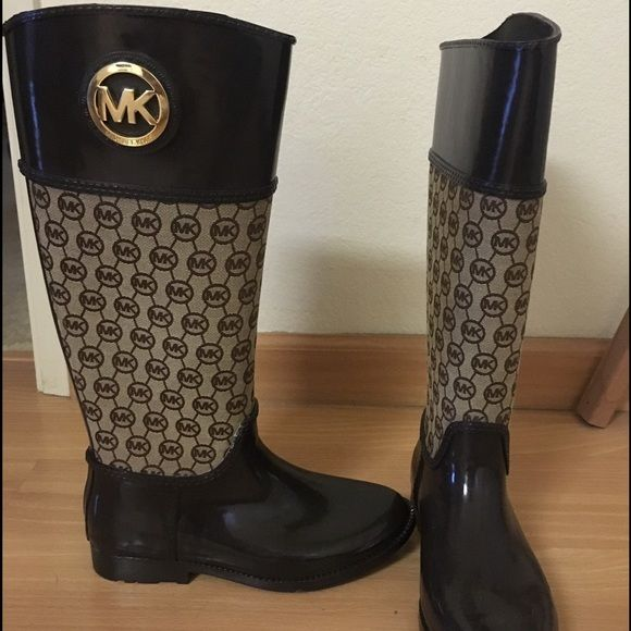 Authentic Michael Kors Stylish Rain Boots, Size 8 Michael Kors Fulton Tall Brown Rubber Rainboot - Size 8. These boots are a fabulous brown with the MK Logo. Only worn twice! Synthetic sole & man-made lining. Pairs up cute with leggings! Michael Kors Shoes Winter & Rain Boots