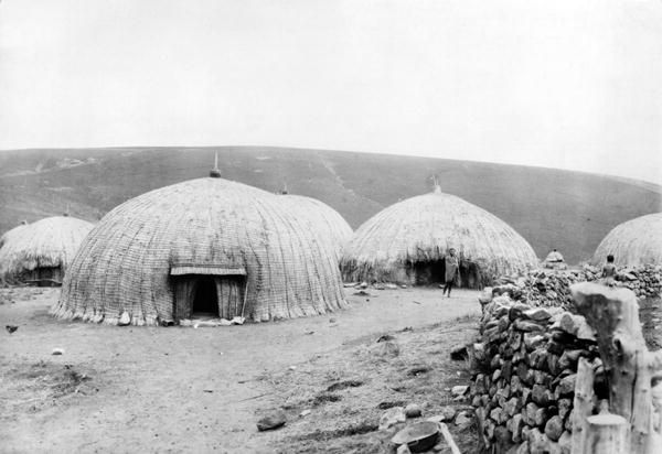 Afbeelding French - Kaffir Huts, South Africa, c.1914