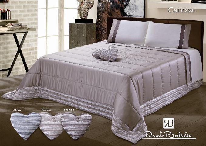 Cottage di legno camera da letto con letto piumone letto