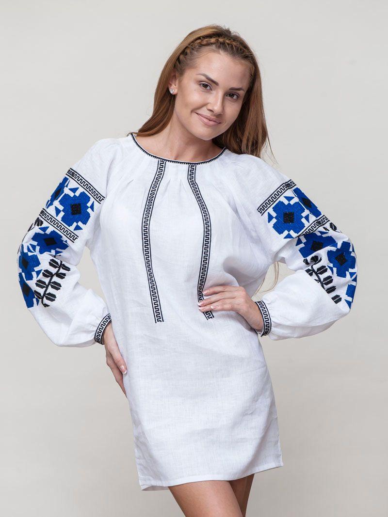 ac7b3e7d6dde09 Коротка біла сукня з вишитими синіми квітами на рукавах MD1 in 2019 ...
