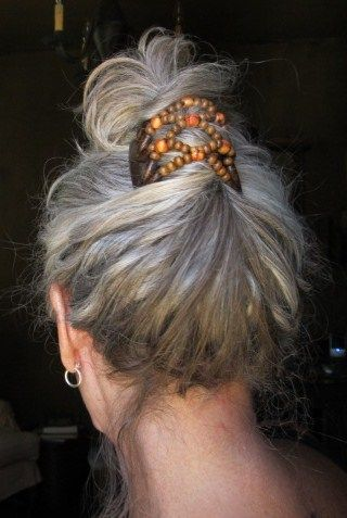 french twist with wooden beads on gray com imagens