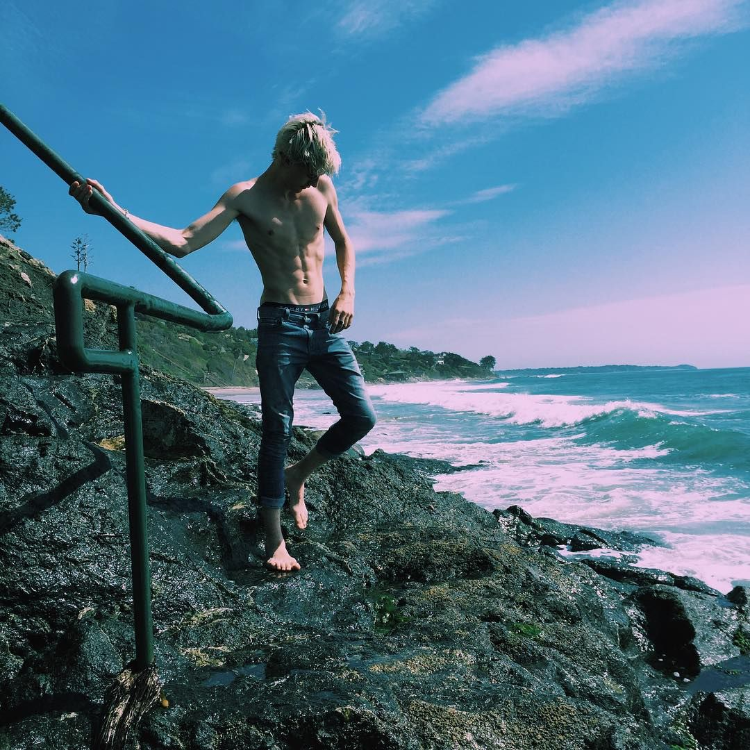 """4b23eb139b4 """"let's go on an adventure ☀ """" Lucky blue smith - look at those abs. """""""