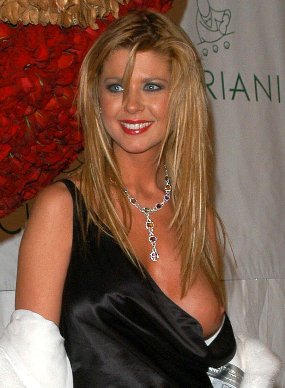Elvira mistress of dark nude