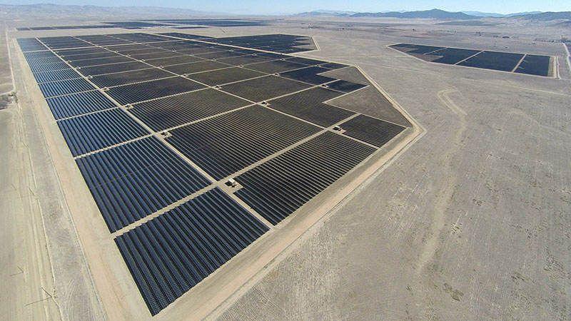 World S Largest Topaz Solar Farm Wordlesstech Solar Farm Solar Panels Solar