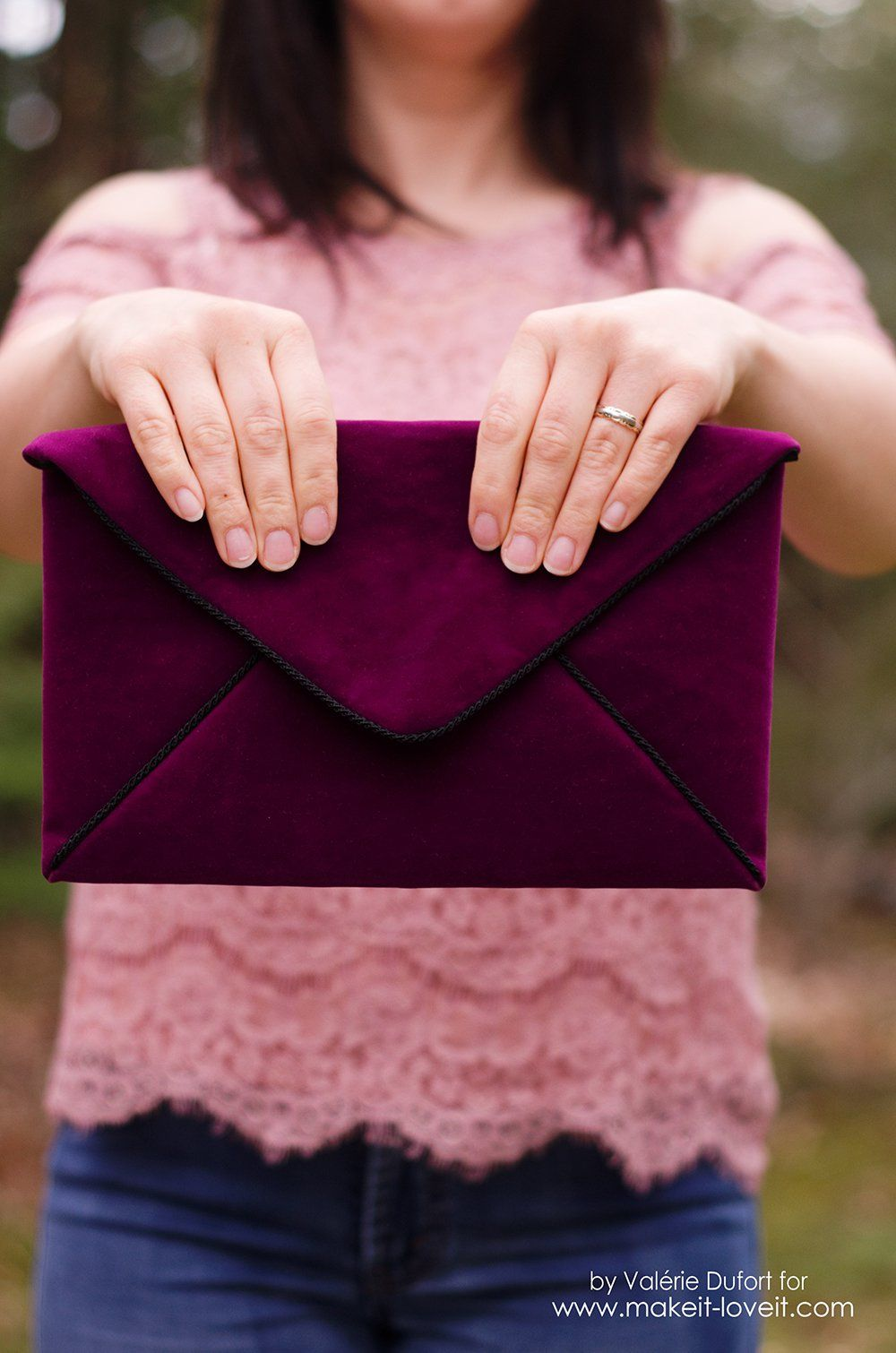bc4c9671f7fa5 Are you looking for a sophisticated clutch to go with that new dress that  you bought  It can be difficult to find a bag in the style that you are  searching ...