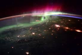 Resultado de imagen de aurora boreal desde el espacio