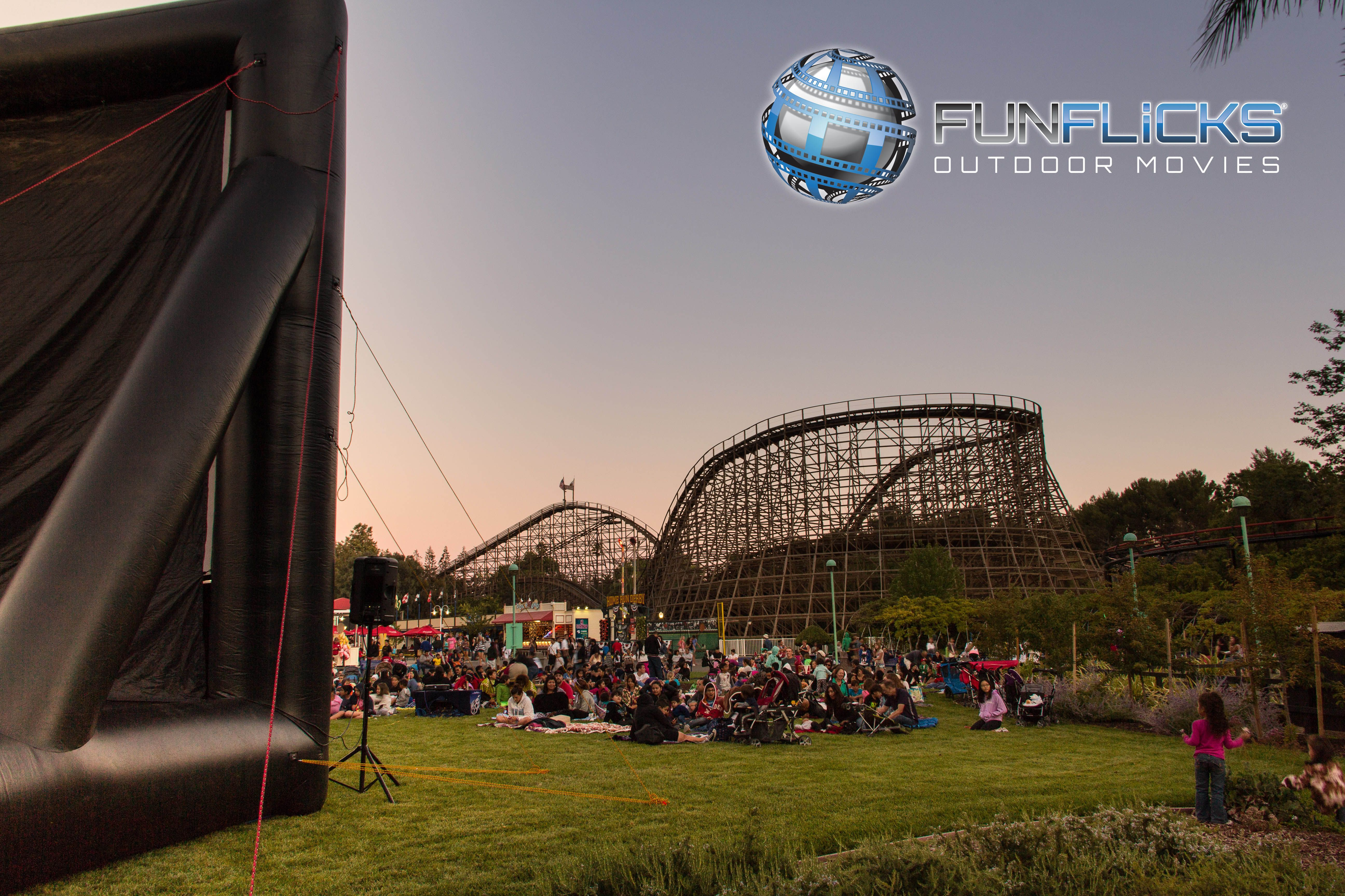 Outdoor Movies At The Park Outdoormovies Funflicks