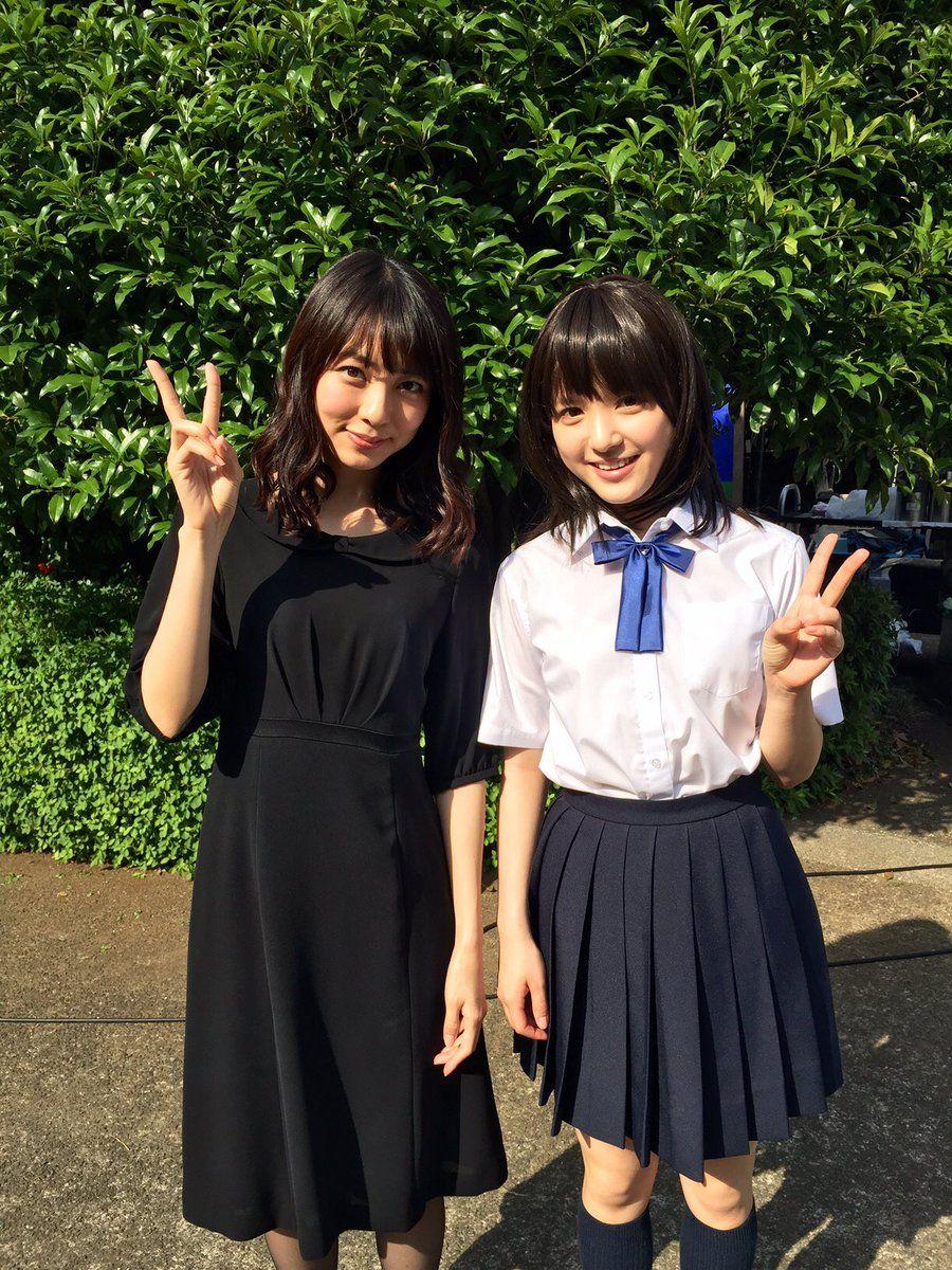 ミニスカート姿の小島梨里杏さん