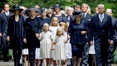 Gedenkfeier für Prinz Friso                             (Frau trägt selbstverständlich Hut)