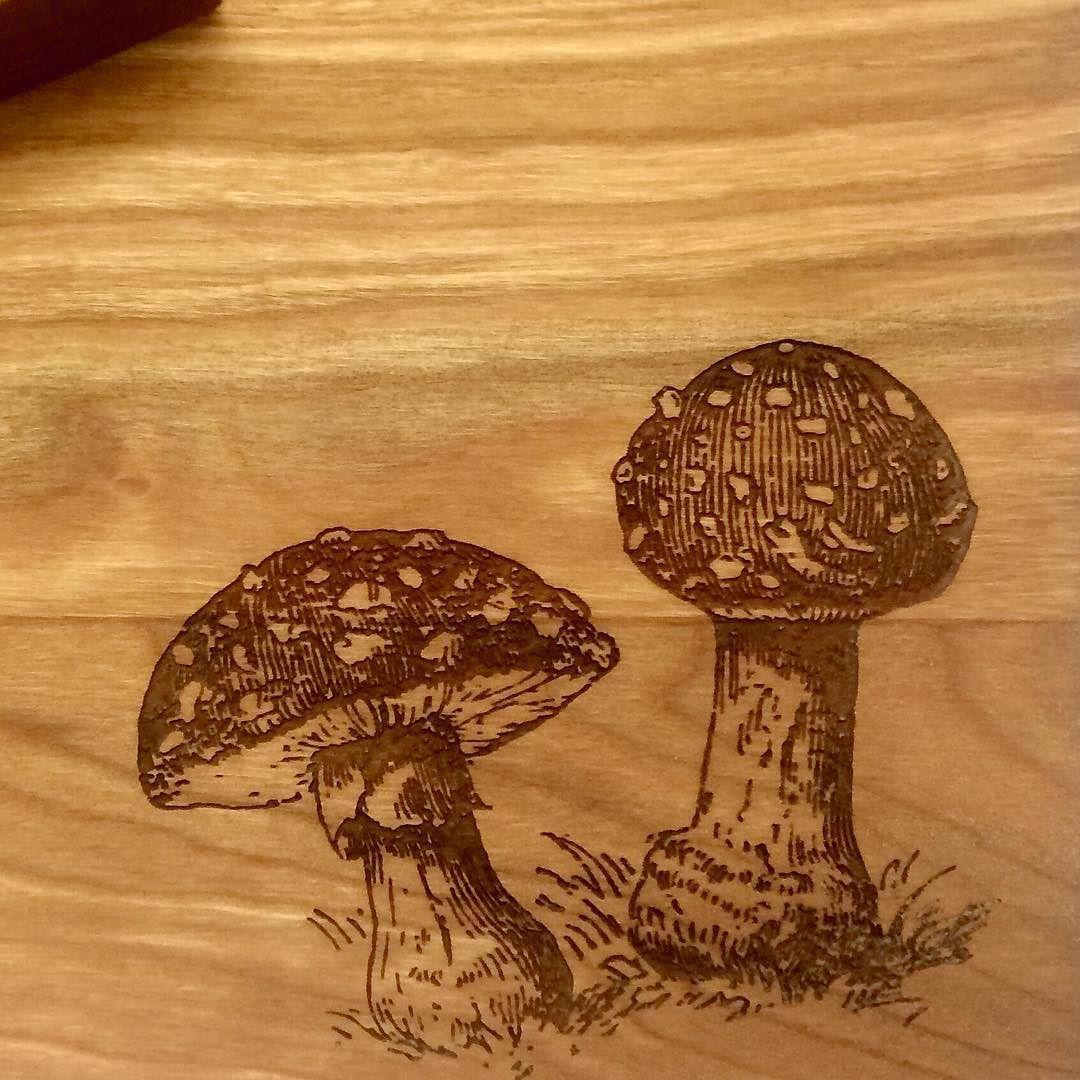 #toadstool #flyagaric #cuttingboard #woodwork #laseretched de silverbirchdesigns