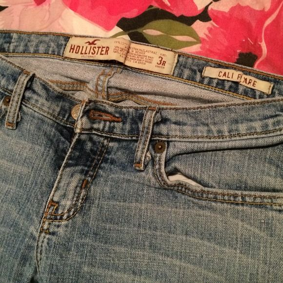 Hollister Jeans Cali Flare. Low rise in my opinion. Preloved. Make me an offer with the offer button ✨ Hollister Pants