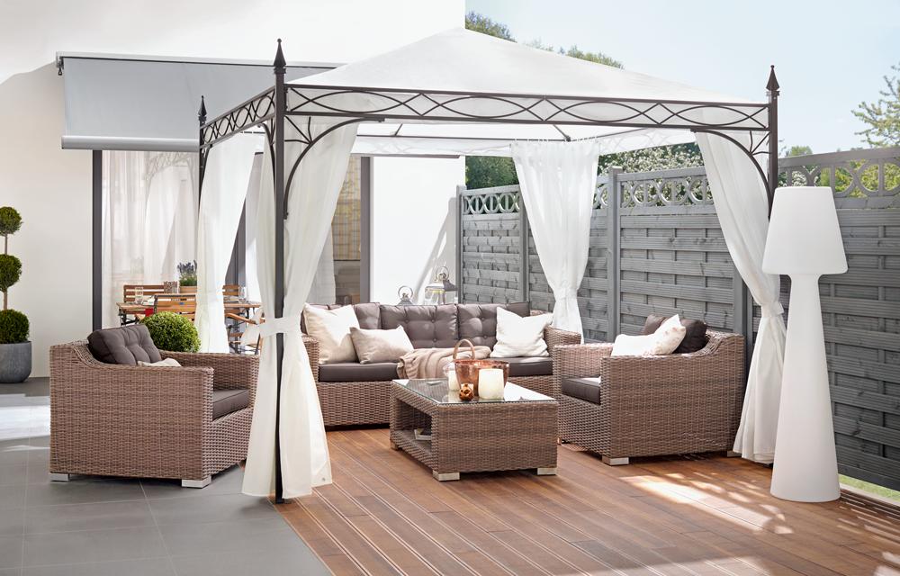 ein pavillon im garten oder auf der terrasse ist eine elegante erg nzung zu den gartenm beln. Black Bedroom Furniture Sets. Home Design Ideas