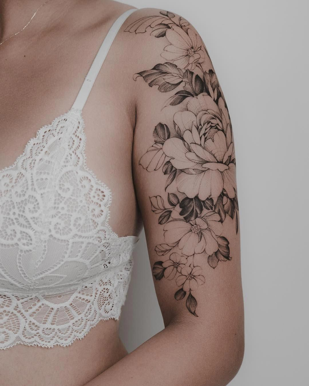 Pretty Sleeve Tattoo Sleevetattoos In 2020 Feminine Tattoo Sleeves Half Sleeve Tattoo Upper Arm Sleeve Tattoos For Women