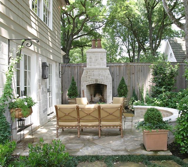 shape + scale of fireplace   Patio with fireplace Catherine Sloan - patios traseros