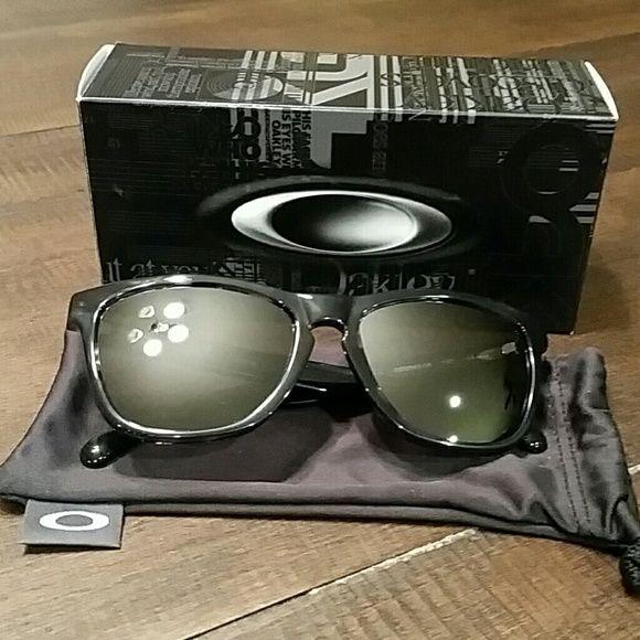 Authentic Oakley Sunglasses D7vo