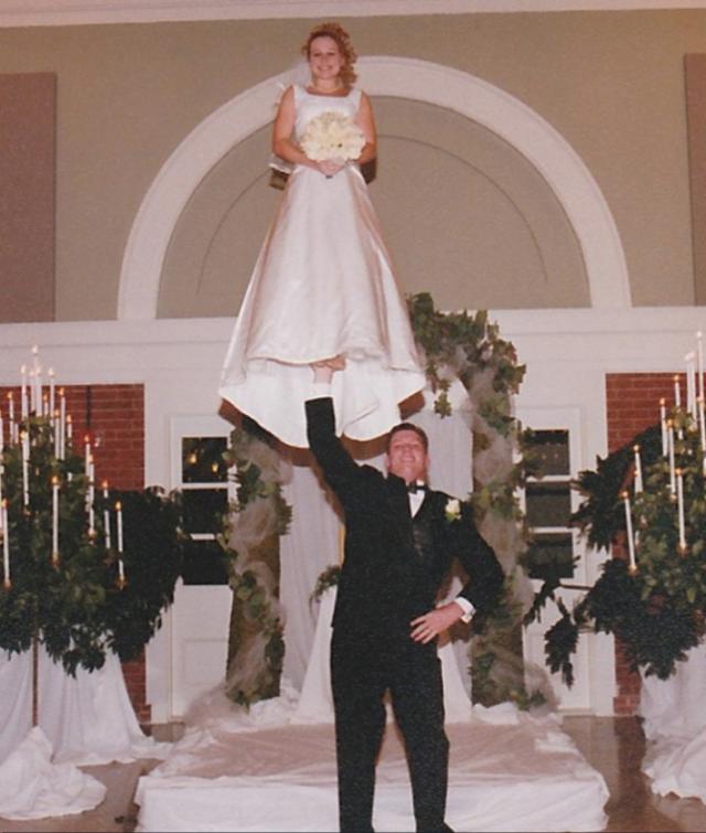 When Wedding Photos Go Wrong These 30 Awkward Wedding