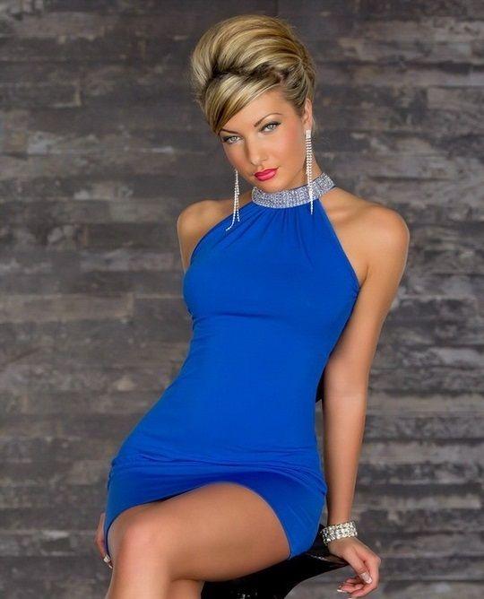 989e387f8bdfa Çarpıcı ve gösterişli olan bu sexi elbise modelimiz esnek ve ince kumaş  yapısı ile vücut hatlarınızı gösterecek şekilde tasarlanmıştır. Parlak mavi  kumaşı ...