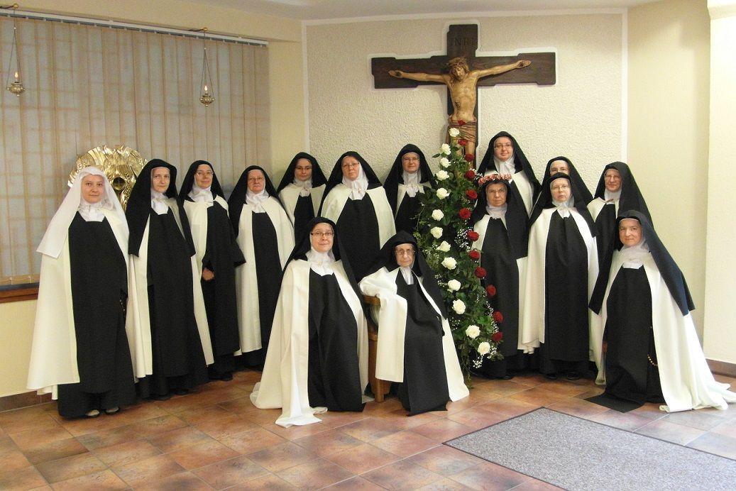 Discalced Carmelite Nuns in Poland   Consecrated Life   Nuns