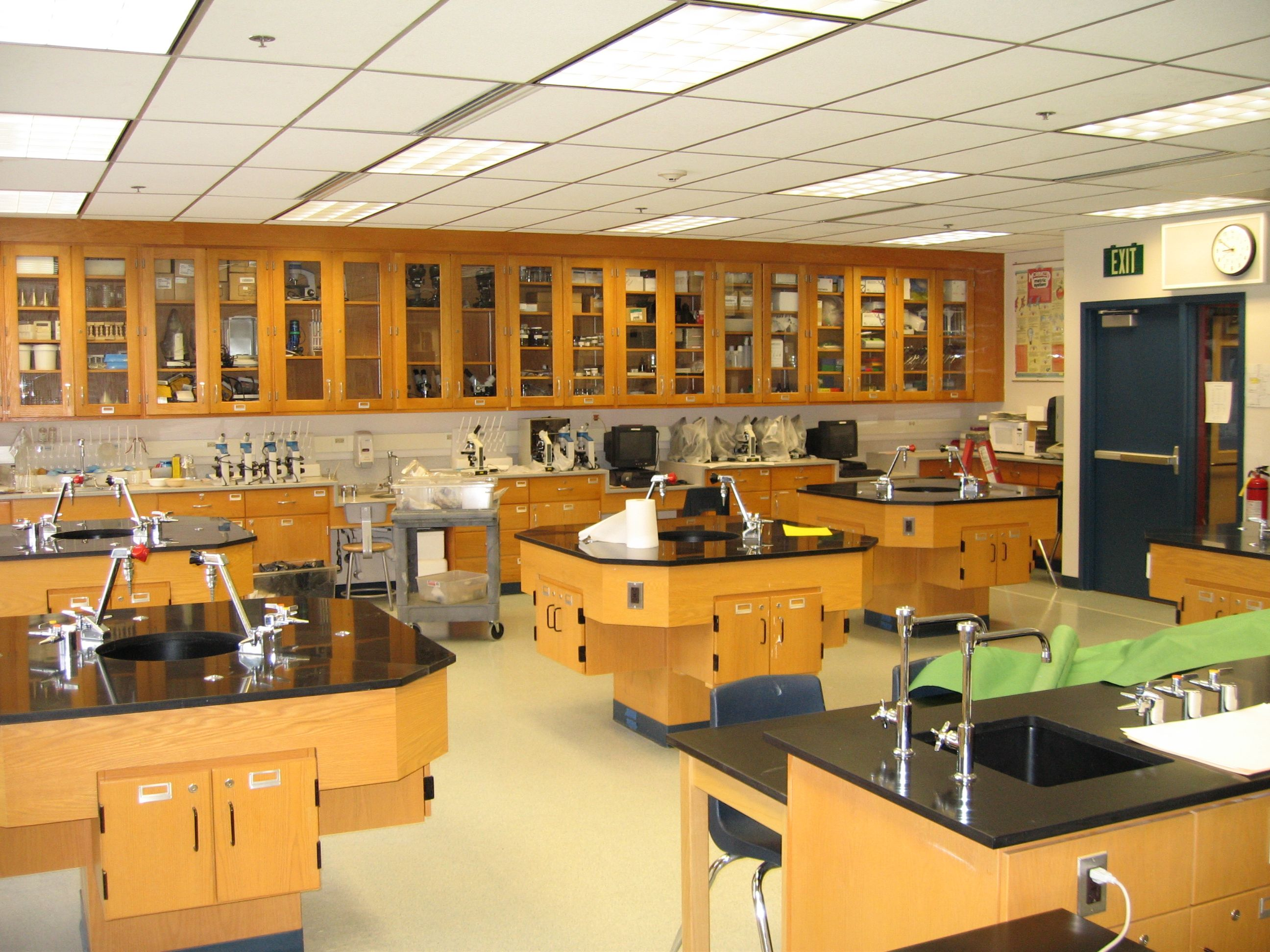 science classroom middle school - Google Search | Science ... High School Science Classroom