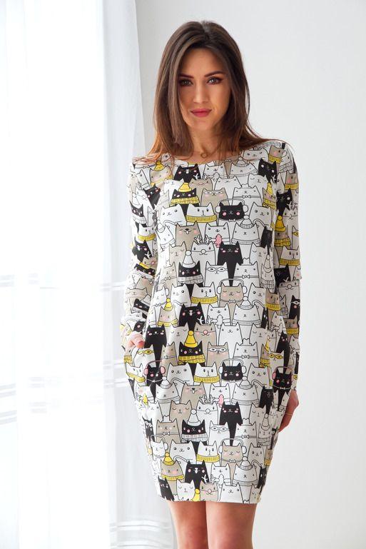 Sukienka Rozszerzana W Biodrach W Kolorowe Koty Ecru Sweater Dress Fashion Dresses