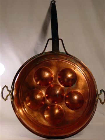 ANTIQUE-LARGE-HAND-WROUGHT-SOLID-COPPER-BUN-MOULD-PAN-WROUGHT-IRON-HANDLE