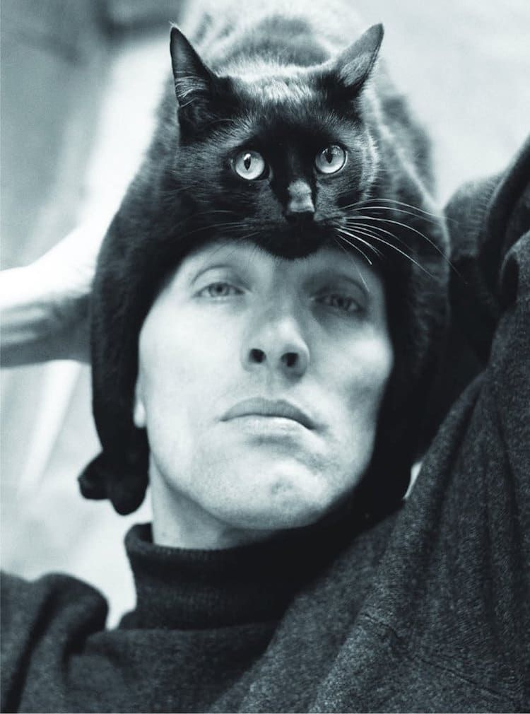 Photo of 50 Intimate Portraits of Famous Artists and Their Pet Cats