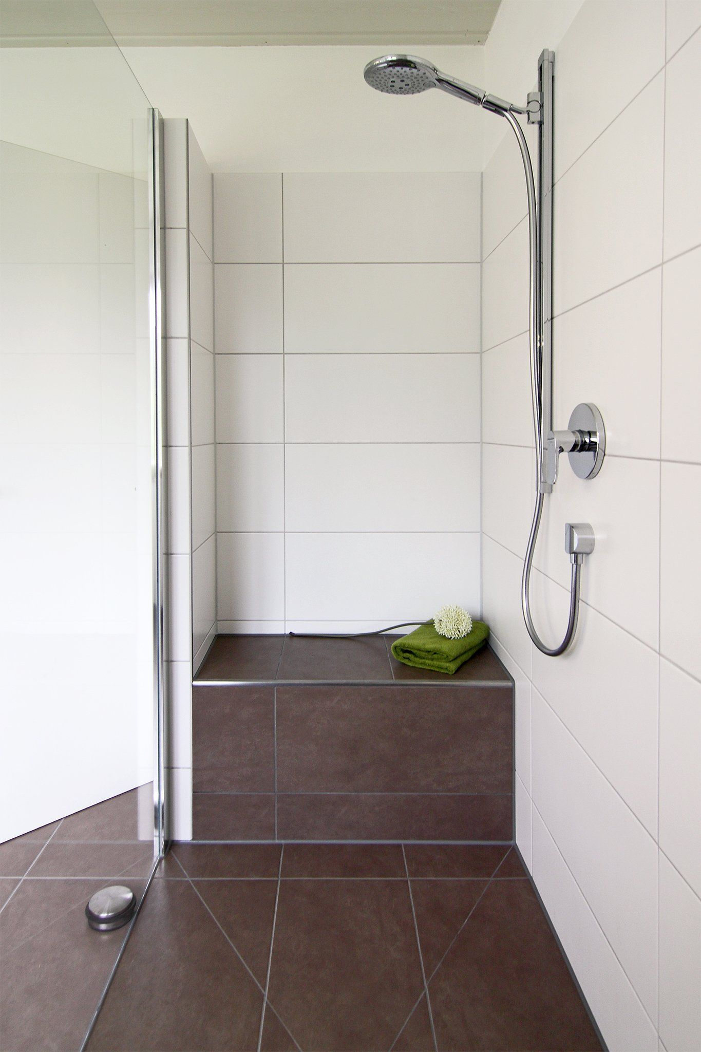 Walk In Dusche Mit Sitzbank Badezimmer Dusche Gemauert Walk In Duschen In Top Design 15 Beispiele Die Bee In 2020 Walk In Dusche Duschsitz Badezimmer Dusche Fliesen