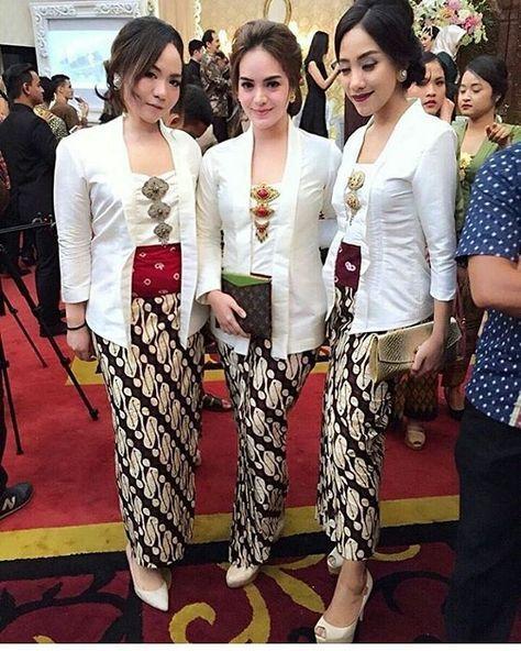 Baju Kebaya Bawahan Batik: Model Kebaya Batik Modern Kutubaru Rok Batik Parang
