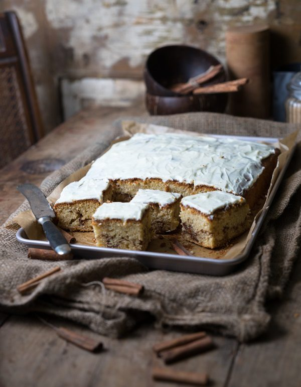 Photo of Cinnamon roll cake from a tin with cream cheese frosting – very easy