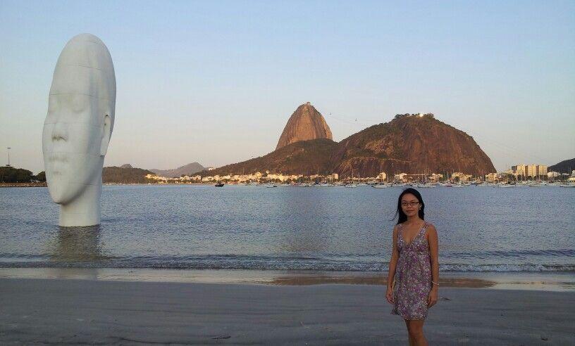 """Praia de Botafogo - a obra """"Awilda"""" do artista espanhol Jaume Plensa, em homenagem à Iemanjá."""